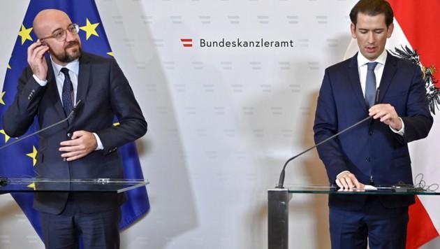 Hört die Botschaft aus Österreich: EU-Ratspräsident Michel (li.) (Bild: APA/HERBERT NEUBAUER)