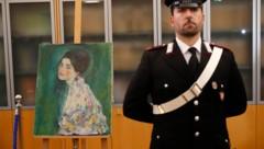 Die Echtheit des Klimt-Werkes ist bestätigt worden. Die Ermittlungen rund um den Kunstdiebstahl vor 20 Jahren gehen aber weiter. (Bild: AP)