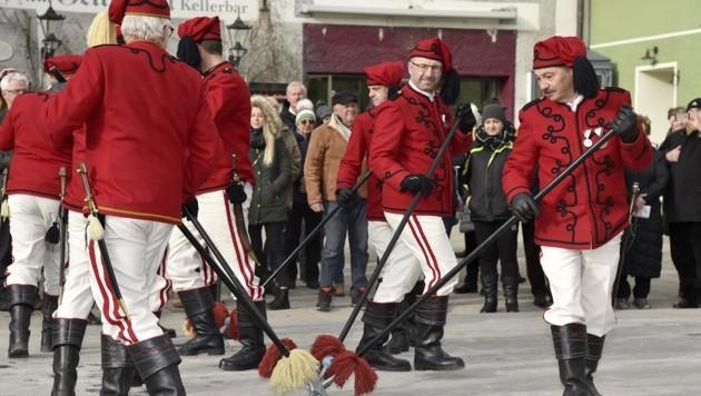 Die Russentänzer, Ehrengarde des Kommissärs, bei ihrem traditionellen Tanz. (Bild: Holitzky Roland)