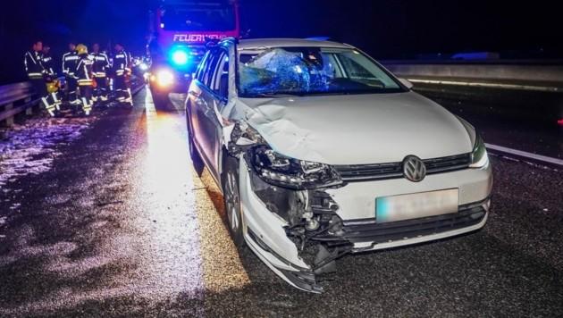 Der Wagen der Oberösterreicherin, der auf der A 1 der Betrunkene vors Auto gelaufen war. (Bild: Einsatzdoku.at)