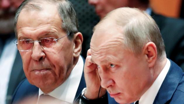 """Als einen """"ersten kleinen Schritt"""" werteten Russlands Präsident Wladimir Putin und sein Außenminister Sergej Lawrow die Konferenz in Berlin. (Bild: APA/AFP/POOL/HANNIBAL HANSCHKE)"""