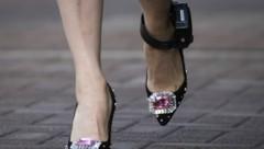 Meng Wanzhou muss eine elektronische Fußfessel tragen. (Bild: AP)