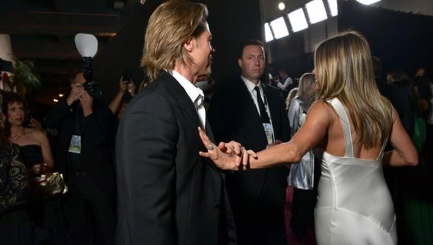 Vertraute Gesten und viel Geturtel: Brad Pitt und Jennifer Aniston bei den SAG Awards (Bild: 2020 Getty Images)