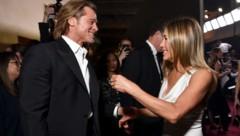 Jennifer Aniston und Brad Pitt feierten eine süße Reunion hinter der Bühne bei den SAG Awards. (Bild: 2020 Getty Images)