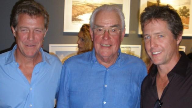 Hugh Grant mit Vater James und Bruder Jamie im Jahr 2009 (Bild: Viennareport)