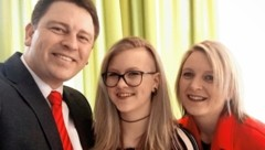 Die Müllers: Chiara-Marie mit ihrem krebskranken Vater Andreas und ihrer Mutter Andrea (Bild: Privat)