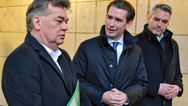 Drei maßgebliche Stimmen bezüglich Sicherungshaft: Grünen-Chef Werner Kogler, Kanzler Kurz, Innenminister Karl Nehammer (v.l.) (Bild: APA/ROLAND SCHLAGER)