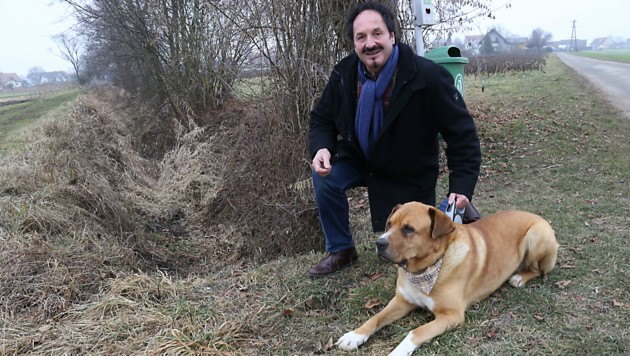 """Stolzes Herrl: Rupert Sixt mit seinem Mischlingshund """"Zeus"""" (Bild: Christian Jauschowetz)"""