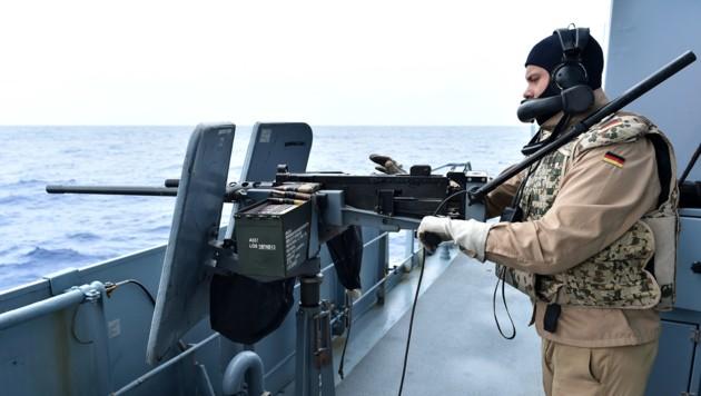 """Deutsches Übungsschießen während der EU-Mission """"Sophia"""" (Bild: AFP)"""