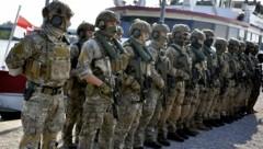 """Mitglieder des Jagdkommandos während einer Übung für die EU-Mission """"Sophia"""" (Bild: APA/HERBERT PFARRHOFER)"""