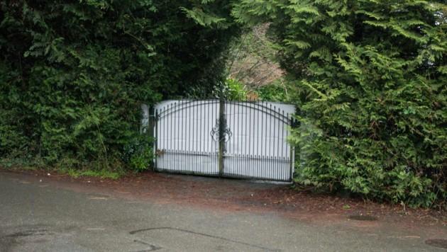Hinter diesem Tor verbirgt sich das Hideaway von Meghan und Harry in North Saanich auf Vancouver Island im kanadischen British Columbia. (Bild: AFP)