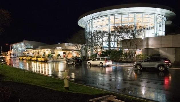 Blick auf den Victoria International Airport, wo Prinz Harry in sein neues Leben gelandet ist. (Bild: AFP)
