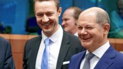 Blümel (li.) und sein deutscher Kollege Scholz (Bild: EPA/STEPHANIE LECOCQ)