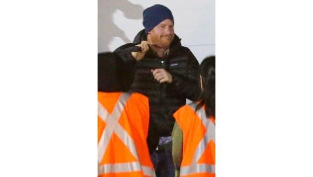 Prinz Harry scheint bei seiner Ankunft in Kanada bestens gelaunt. (Bild: www.PPS.at)