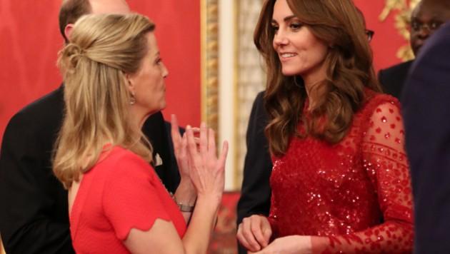 Herzogin Kate im Gespräch mit Sophie, der Gräfin von Wessex (Bild: AFP)