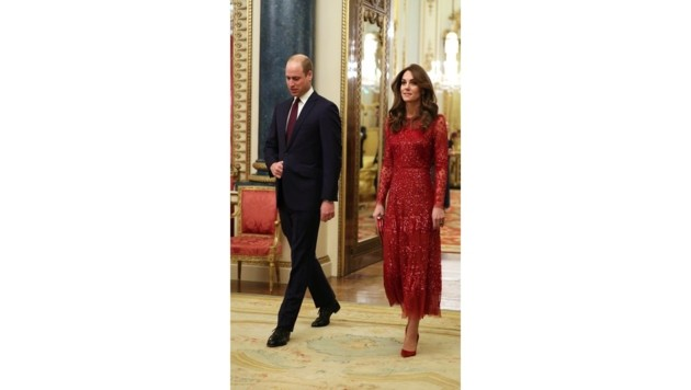 Mit ihrem transparenten, roten Glitzerkleid sorgte Herzogin Kate für den Wow-Auftritt des Abends. (Bild: AFP)