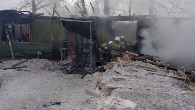 In diesem Arbeiterhaus in Russland starben elf Personen bei einem verheerenden Brand. (Bild: AFP)