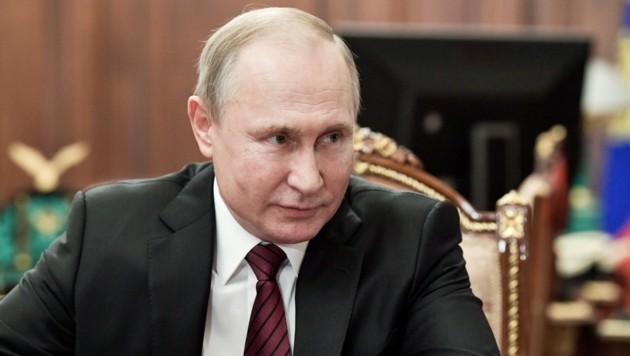 Putin hat sich auch für eine Beschränkung der Amtszeit des Präsidenten auf maximal zwei Perioden ausgesprochen. (Bild: AP)