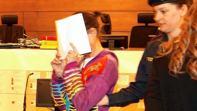 Die Zweitangeklagte erhielt eine Haftstrafe von 20 Jahren.