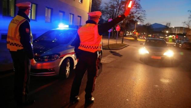 Der minderjährige Fahrer ließ sich von mehreren Straßensperren nicht aufhalten. (Bild: Uta Rojsek-Wiedergut)