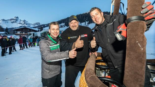 Veranstalter Hannes Mayr, Strongman Martin Hoi und Pilot Philípp Stumper. (Bild: Filzmoos Tourismus/Christian Fischbacher)