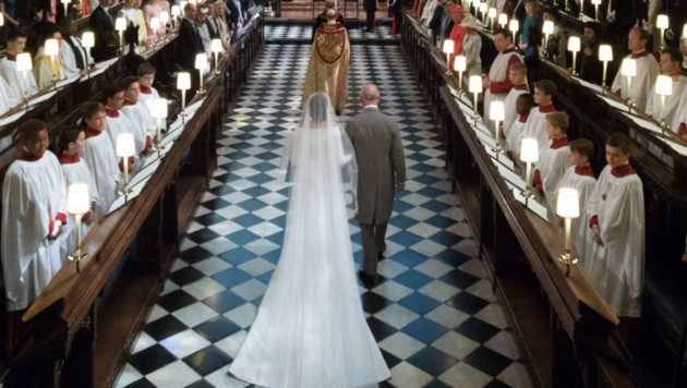Prinz Charles führt Herzogin Meghan zum Altar. (Bild: AFP)