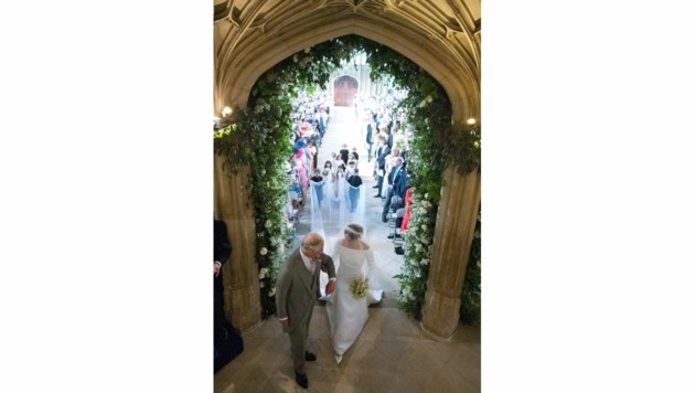 Prinz Charles und Herzogin Meghan am Eingang der St. Georgs Kapelle in Windsor (Bild: AFP and licensors)
