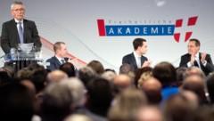 Von links nach rechts: Thilo Sarrazin, Harald Vilimsky, Maximilian Krauss, Heinz-Christian Strache (Bild: APA/GEORG HOCHMUTH)