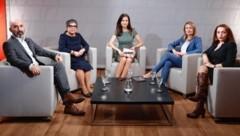 Von links: Kenan Güngör, Nurten Yilmaz, Katia Wagner, Susanne Raab, Zana Ramadani (Bild: zwefo)