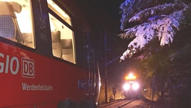 Zwei Regionalzüge standen sich auf eingleisiger Strecke bei Griesen gegenüber. Die Bundespolizeiinspektion Rosenheim ermittelt, was die Ursache für diese ungeplante Begegnung war. (Bild: Bundespolizei)