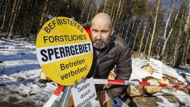 SPÖ-Landtagsabgeordneter Markus Maurer im Sperrgebiet (Bild: Tschepp Markus)