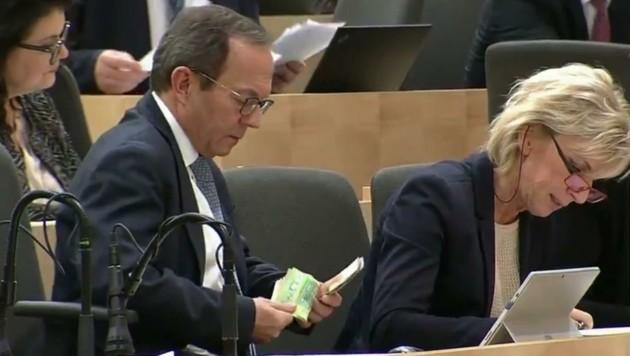 Nicht erreichbar: Peter Haubner hatte am Donnerstag wohl genug (Bild: ORF)