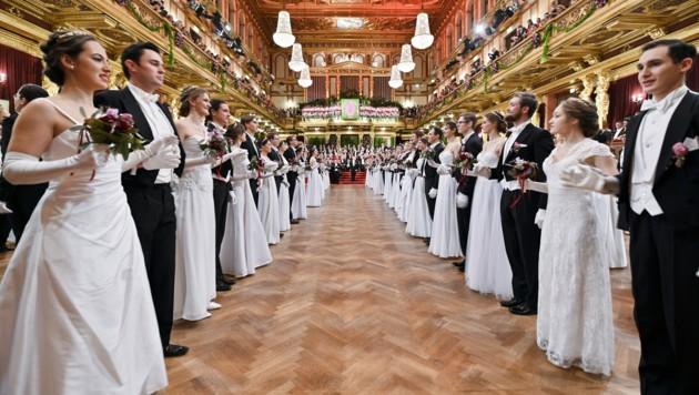 Das Eröffnungskomitee während der Eröffnung des Balles der Wiener Philharmoniker im Wiener Musikverein (Bild: APA/HERBERT NEUBAUER)