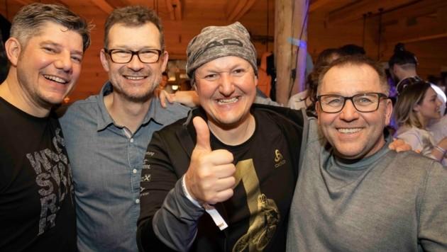 Simon Ender, Martin Gasser, Alex Klimmer und Christoph Rohner in Partylaune. (Bild: Maurice Shourot)