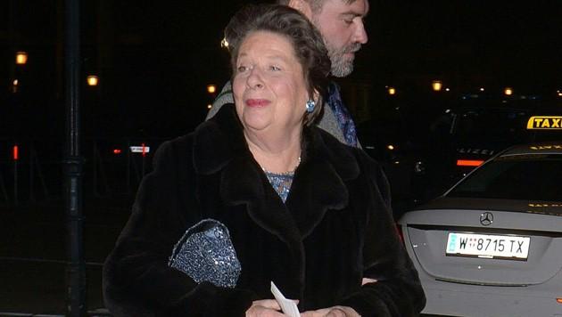 Auch Ursula Stenzel (FPÖ) besuchte den Akademikerball (Bild: APA/HERBERT PFARRHOFER)