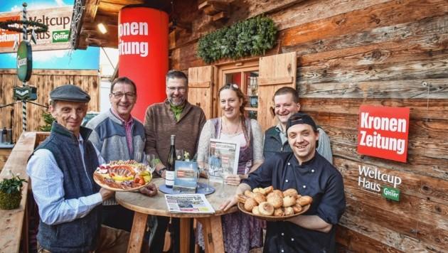 """Das Bewirtungs-Team im """"Krone""""-Haus in Kitz: Mario, Gottfried, Hannes, Lissy, Willi und Olli (von links). (Bild: Markus Wenzel)"""