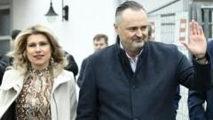 Landeshauptmann Hans Peter Doskozil mit Lebensgefährtin Julia Jurtschak (Bild: APA/ROBERT JAEGER)