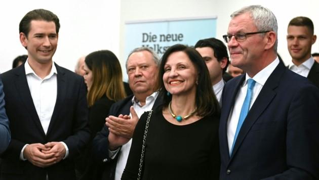 ÖVP-Spitzenkandidat Thomas Steiner (re.) und Bundeskanzler Sebastian Kurz (Bild: APA/HERBERT P. OCZERET)