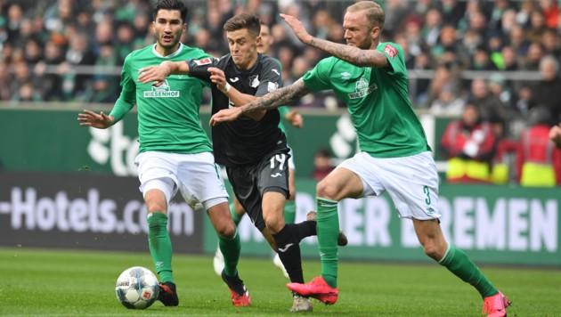 Christoph Baumgartner (Mitte) im erfolgreichen Dreikampf (Bild: Carmen Jaspersen / dpa / picturedesk.com)