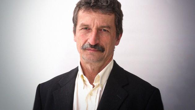 Josef Trappel leitet den Fachbereich Kommunikationswissenschaft an der Universität Salzburg. (Bild: zVg, krone.at-Grafik)