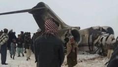 Unbestätigte Videoaufnahmen sollen eine am 27. Jänner abgestürzte Maschine des US-Militärs zeigen. (Bild: Twitter.com)