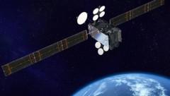 """Künstlerische Illustration: Der Fernsehsatellit """"Spaceway-1"""" im Erdorbit (Bild: Boeing)"""