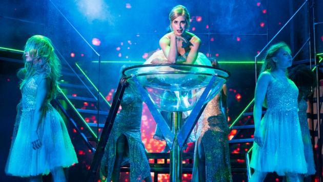 """Die """"Flashdance""""-Darsteller geben auf der Bühne alles. (Bild: 2Entertain/Morris Mac Matzen)"""