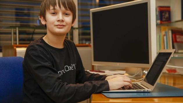 Seit seiner Kindheit interessiert sich der Bub schon für Informatik. (Bild: Tschepp Markus)