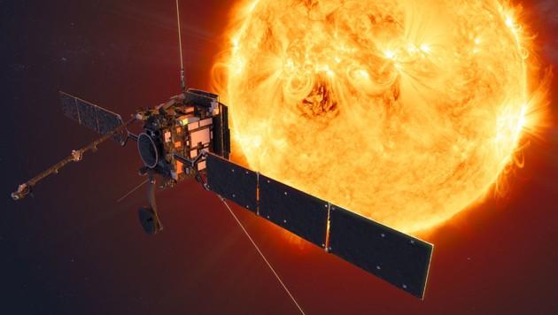 """Künstlerische Illustration: Der """"Solar Orbiter"""" im engen Orbit um die Sonne (Bild: ESA/ATG medialab)"""