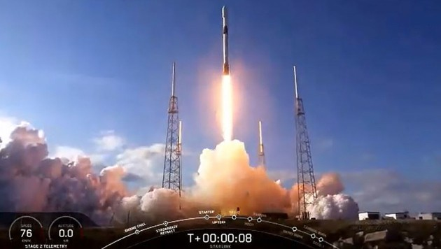 """Der Start der """"Falcon 9""""-Rakete mit 60-Minisatelliten an Bord (Bild: AFP/NASA TV)"""