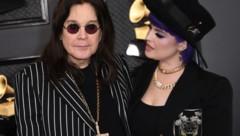 Ozzy Osbourne mit Tochter Kelly bei den Grammy Awards (Bild: AFP)