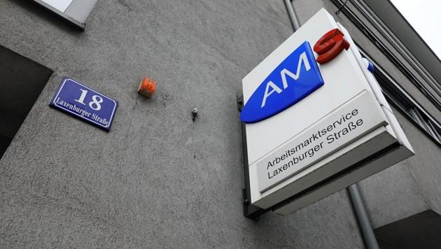 Vor dieser AMS-Filiale in Wien-Favoriten passierte der Übergriff. (Bild: Martin Jöchl)