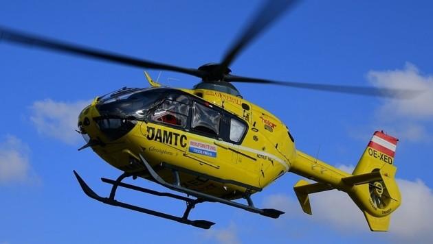 Der Verletzte wurde vom Hubschrauber zum Krankenhaus geflogen (Symbolbild) (Bild: P. Huber)