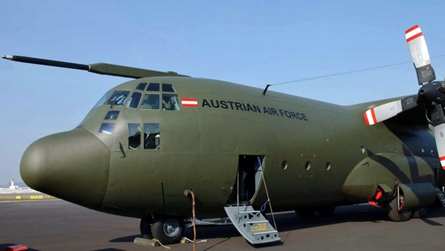 Die viermotorige Transportmaschine C-130 Hercules der Luftstreitkräfte des Bundesheeres holt die Österreicher aus Frankreich ab. (Bild: APA/BUNDESHEER/PUSCH)